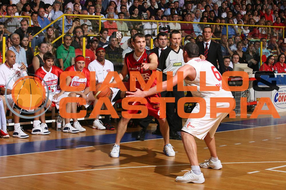 DESCRIZIONE : Pavia Lega A2 2006-07 Playoff Finale Gara 4 Edimes Pavia Scavolini Spar Pesaro<br /> GIOCATORE : Maximiliano Stanic<br /> SQUADRA : Edimes Pavia<br /> EVENTO : Campionato Lega A2 2006-2007 Playoff Finale Gara 4<br /> GARA : Edimes Pavia Scavolini Spar Pesaro<br /> DATA : 03/06/2007 <br /> CATEGORIA : Passaggio<br /> SPORT : Pallacanestro <br /> AUTORE : Agenzia Ciamillo-Castoria/S.Ceretti