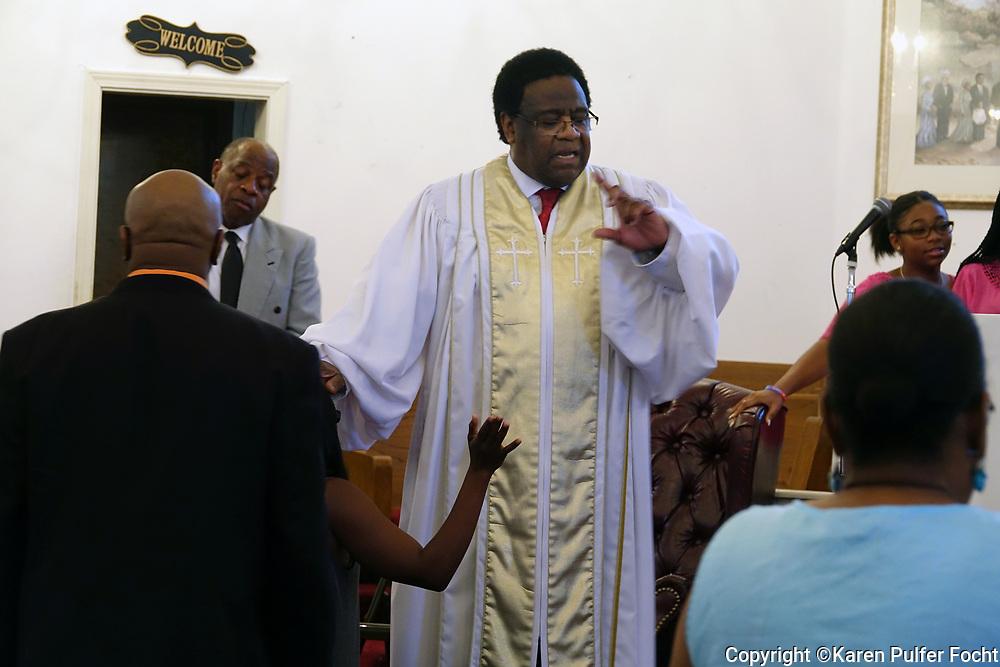 Rev. Al Green preaches in his church.