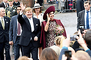 Koningspaar brengt streekbezoek aan regio Eemland in de provincie Utrecht. Tijdens het bezoek staat het stroomgebied van de rivier de Eem centraal.<br /> <br /> The Royal couple brings regional visits to the region of Eemland in the province of Utrecht. During the visit, the river Eem is central<br /> <br /> Op de foto/On the photo:  Wandeling langs het publiek vanaf De Koppelpoort langs de Eem naar Het Eemhuis<br /> <br /> Walk along the public from De Koppelpoort along the Eem to Het Eemhuis