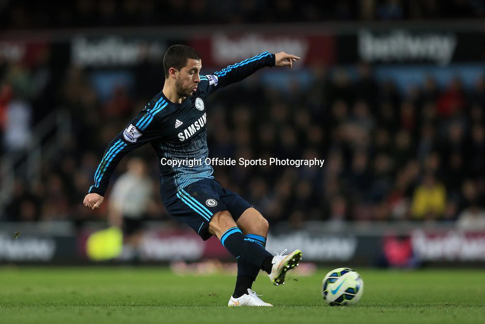 4 March 2015 - Barclays Premier League - West Ham United v Chelsea - Eden Hazard of Chelsea shoots - Photo: Marc Atkins / Offside.