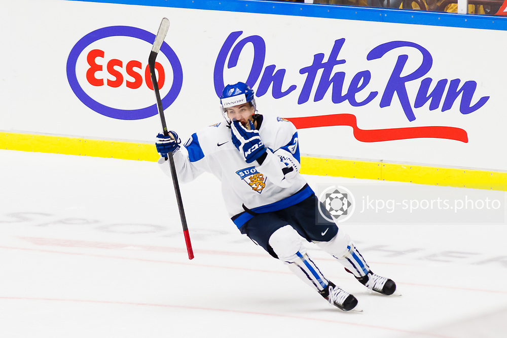 140104 Ishockey, JVM, Semifinal,  Kanada - Finland<br /> Icehockey, Junior World Cup, SF, Canada - Finland.<br /> Teuvo Teravainen, (FIN) celebrate scoring on his penalty shoot 1-4.<br /> Teuvo Teravainen, (FIN) jublar efter att ha satt sitt straffslag 1-4.<br /> m&aring;l, jubel, jublar, k&auml;nslor.<br /> Endast f&ouml;r redaktionellt bruk.<br /> Editorial use only.<br /> &copy; Daniel Malmberg/Jkpg sports photo