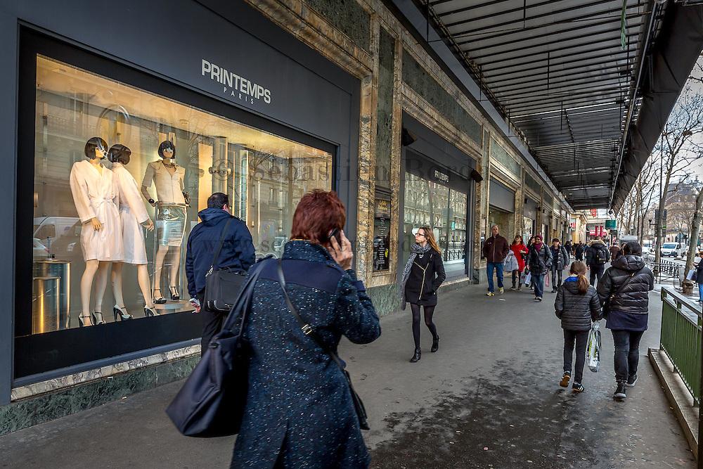 Vitrine du magasin Printemps sur les Grands Boulevards // Shop window of Printemps on Grands Boulevards