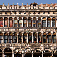 The hundreds of windows in the 16 century building the so-called 'Procuratie Vecchie' (the old procuracies). Under it's arcades are as well-known places as the Caffe Florian or The Caffe Quadri. This picture is head-on, straight, frontal in 'landscape' mode.