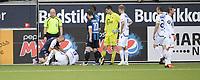Fotball<br /> Tippeligaen<br /> 19 juni 2011<br /> Stabæk - Viking<br /> Johan Lædre Bjørndal , Viking fikk seg en smell i møte med Veigar Pall Gunnarsson , Stabæk<br /> Foto : Reidar Talset , Digitalsport