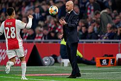 27-10-2019 NED: Ajax - Feyenoord, Amsterdam<br /> Eredivisie Round 11, Ajax win 4-0 / Coach Erik Ten Hag of Ajax, Sergino Dest #28 of Ajax