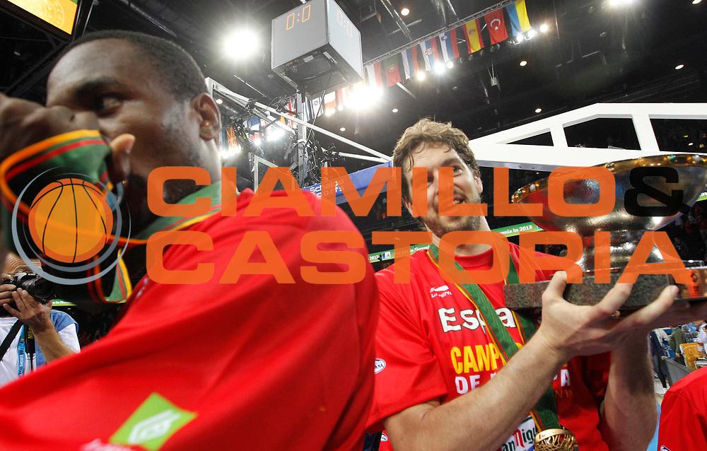 DESCRIZIONE : Kaunas Lithuania Lituania Eurobasket Men 2011 Finale Primo Secondo Posto Final Spagna Francia Spain France<br /> GIOCATORE : Team Spagna Spain Serge Ibaka Pau Gasol<br /> SQUADRA : Spagna Spain<br /> EVENTO : Eurobasket Men 2011<br /> GARA : Spagna Francia Spain France<br /> DATA : 18/09/2011 <br /> CATEGORIA : esultanza jubilation<br /> SPORT : Pallacanestro <br /> AUTORE : Agenzia Ciamillo-Castoria/L.Kulbis<br /> Galleria : Eurobasket Men 2011 <br /> Fotonotizia : Kaunas Lithuania Lituania Eurobasket Men 2011 Finale Primo Secondo Posto Final Spagna Francia Spain France<br /> Predefinita :
