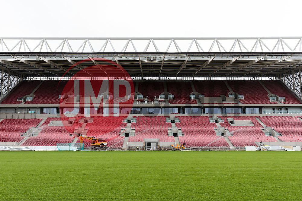 Construction on the new West Stand at Ashton Gate nears completion as the 2016/17 Football and Rugby seasons approach - Mandatory byline: Rogan Thomson/JMP - 27/06/2016 - Ashton Gate Stadium - Bristol, England.
