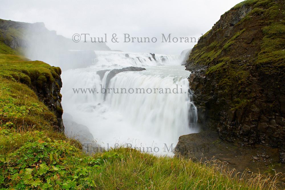 Islande. Chutes de Gullfoss. // Iceland. Gullfoss waterfall
