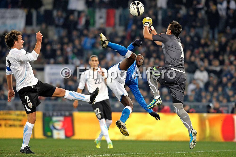&copy; Filippo Alfero<br /> Italia vs Uruguay - amichevole<br /> Roma, 15/11/2011<br /> sport calcio<br /> Nella foto: occasione per Mario Balotelli