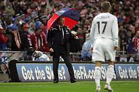 Photo: Paul Thomas/Sportsbeat Images.<br />England v Croatia. UEFA European Championships Qualifying. 21/11/2007.<br /><br />Concerned looking manager Steve McClaren of England.