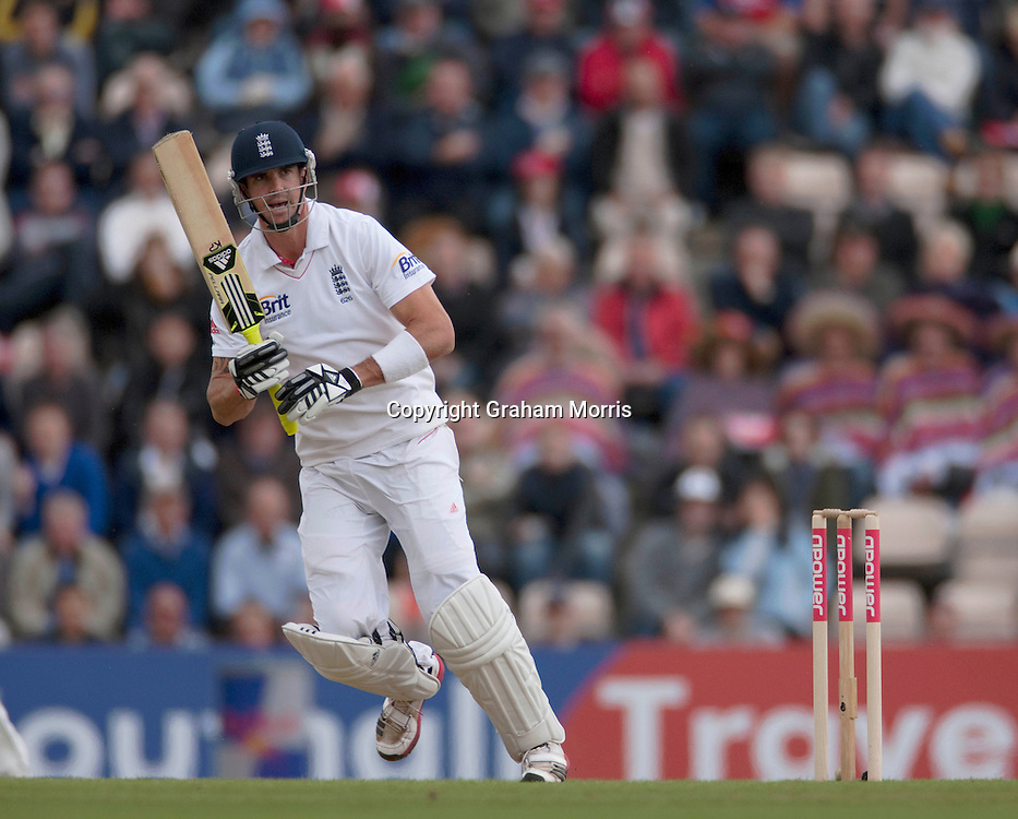 Kevin Pietersen bats during the third npower Test Match between England and Sri Lanka at the Rose Bowl, Southampton.  Photo: Graham Morris (Tel: +44(0)20 8969 4192 Email: sales@cricketpix.com) 18/06/11
