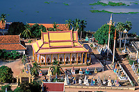 Asie du Sud Est, Cambodge, lac de Tonle Sap, Réserve de la Biosphère, Patrimoine UNESCO en 1997, village flottant de pêcheurs vietnamiens de Chong Kneas, temple bouddhiste // Southeast Asia, Cambodia, Tonle Sap lake, Biosphere reserve of UNESCO in 1997, Chong Kneas, floating vietnamien village, buddhist temple