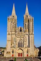 France, Manche (50), Coutances, cathédrale gothique Notre-Dame de Coutances du XIIIe siècle, façade // France, Normandy, Manche department, Coutances, Notre-Dame of Coutances cathedral from 13 century