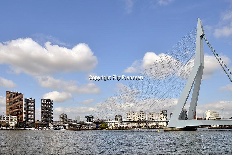 Nederland, Rotterdam, 15-9- 2012Stadsgezicht, stadsgezichten. Uitzicht op Erasmusbrug, brug over rivier de Maas, hoogbouw Deloite en Touch.Foto: Flip Franssen/Hollandse Hoogte