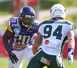 17.05.2015, Hohe Warte, Wien, AUT, BIG6, AFC Vienna Vikings vs Schwaebisch Hall Unicorns, im Bild Islaam Amadu (AFC Vienna Vikings, RB, #20) und Philipp Spilker (Schwaebisch Hall Unicorns, #94) // during the BIG6 game between AFC Vienna Vikings vs Schwaebisch Hall Unicorns at the Hohe Warte, Wien, Austria on 2015/05/17. EXPA Pictures © 2015, PhotoCredit: EXPA/ Thomas Haumer