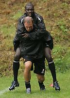 Fotball<br /> Nederland<br /> Foto: imago/Digitalsport<br /> NORWAY ONLY<br /> <br /> 01.07.2005  <br /> <br /> Alexander Voigt (vorn) nimmt Pa Modou Kah (beide Roda Kerkrade)