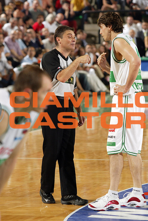 DESCRIZIONE : Associazione Italiana Arbitri Pallacanestro Lega A1 2005-06 Play Pff Finale Gara 2 <br /> GIOCATORE : Arbitro Mordente <br /> SQUADRA : Benetton Treviso <br /> EVENTO : Campionato Lega A1 2005-2006 Play Pff Finale Gara 2 <br /> GARA : Benetton Treviso Climamio Fortitudo Bologna <br /> DATA : 16/06/2006 <br /> CATEGORIA : Delusione <br /> SPORT : Pallacanestro <br /> AUTORE : Agenzia Ciamillo-Castoria/E.Pozzo <br /> Galleria : Aiap 2005-2006 <br /> Fotonotizia : Associazione Italiana Arbitri Pallacanestro Campionato Italiano Lega A1 2005-2006 Play Off Finale Gara 2 <br /> Predefinita :