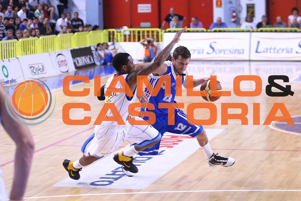 DESCRIZIONE : Cremona Lega A 2010-2011 Vanoli Braga Cremona Dinamo Sassari<br />GIOCATORE : Travis Diener<br />SQUADRA : Dinamo Sassari<br />EVENTO : Campionato Lega A 2010-2011<br />GARA : Vanoli Braga Cremona Dinamo Sassari<br />DATA : 15/05/2011<br />CATEGORIA : Palleggio<br />SPORT : Pallacanestro<br />AUTORE : Agenzia Ciamillo-Castoria/F.Zovadelli<br />GALLERIA : Lega Basket A 2010-2011<br />FOTONOTIZIA : Cremona Campionato Italiano Lega A 2010-11 Vanoli Braga Cremona Dinamo Sassari<br />PREDEFINITA :