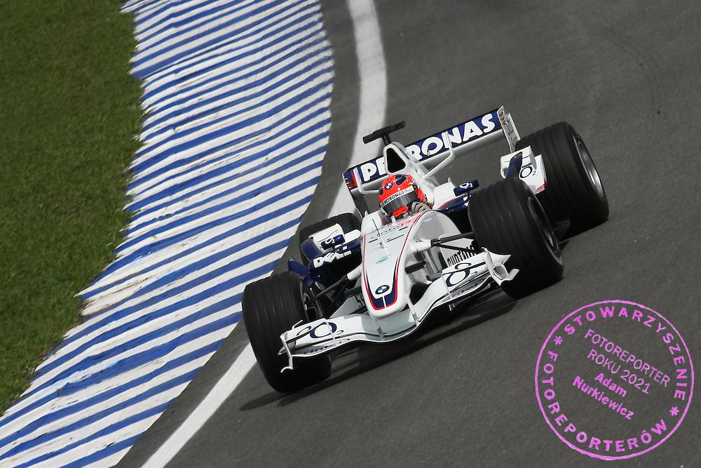 20.10.2006 Sao Paulo, Brazil, ..Robert Kubica (POL), BMW Sauber F1 Team, F1.06 - Formula 1 World Championship, Rd 18, Brazilian Grand Prix, Friday Practice ..FOT. XPB.CC / WROFOTO..*** POLAND ONLY !!! ***