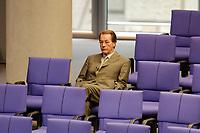 28 NOV 2001, BERLIN/GERMANY:<br /> Franz Muentefering, SPD Generalsekretaer, allein in den hinteren Reihen der SPD Fraktion, Bundestagsdebatte zum Haushaltsgesetz 2002, Etat des Bundeskanzlers, Plenum, Deutscher Bundestag<br /> IMAGE: 20011128-01-022<br /> KEYWORDS: Haushaltsdebatte, Debatte, Franz Müntefering, Generalsekretär