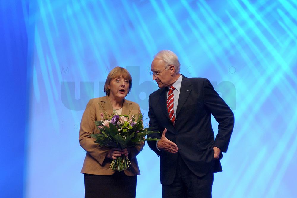 11 NOV 2002, HANNOVER/GERMANY:<br /> Angela Merkel, CDU Bundesvorsitzende, und Edmund Stoiber, CSU, Ministerpraesident Bayern, nach Stoibers Rede, CDU Bundesparteitag, Hannover Messe<br /> IMAGE: 20021111-01-177<br /> KEYWORDS: Parteitag, party congress, Applaus, J&uuml;rgen R&uuml;ttgers, Beifall