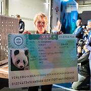 NLD/Amsterdam/20170412- Aankomst reuzenpanda's WU WEN en XING YA in Nederland, Visa van WU WEN