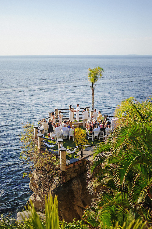 Le Kliff wedding in Puerto Vallarta with a couple from Philadelphia.  Image by Maine Wedding Photographer, Puerto Vallarta Wedding Photographer, New York City Wedding Photographer and Philadelphia Wedding Photographer Michelle Turner.