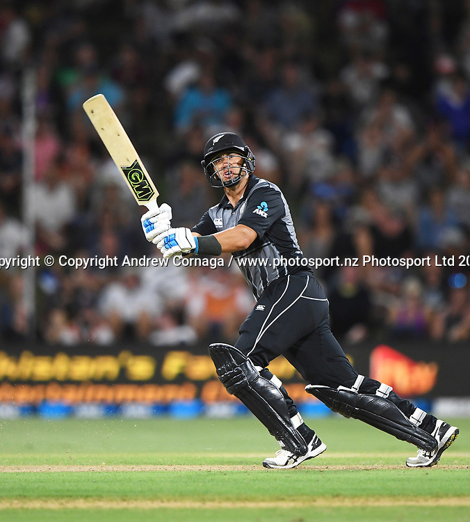 Ross Taylor hits out.<br /> Pakistan tour of New Zealand. T20 Series. 3rd Twenty20 international cricket match, Bay Oval, Mt Maunganui, New Zealand. Sunday 28 January 2018. &copy; Copyright Photo: Andrew Cornaga / www.Photosport.nz