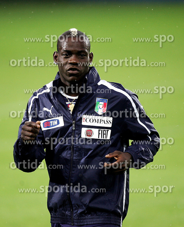 05.06.2012, Jozef Pilsudski Stadion, Krakau, POL, UEFA EURO 2012, Italien, Training, im Bild MARIO BALOTELLI // during EURO 2012 Trainingssession of Italy Nationalteam, at the Jozef Pilsudski Stadium, Krakau, Poland on 2012/06/05. EXPA Pictures © 2012, PhotoCredit: EXPA/ Newspix/ Michael Nowak..***** ATTENTION - for AUT, SLO, CRO, SRB, SUI and SWE only *****
