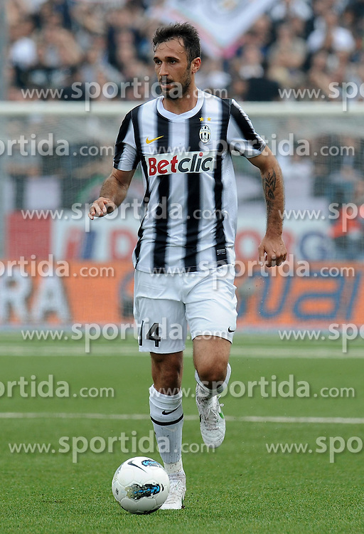 29.04.2012, Stadion Silvio Piola, Novara, ITA, Serie A, Novara Calcio vs Juventus Turin, 35. Spieltag, im Bild Mirko VUCINIC (Juventus) the football match of Italian 'Serie A' league, 35th round, between Novara Calcio and Juventus Turin at Stadium Silvio Piola, Novara, Italy on 2012/04/29. EXPA Pictures © 2012, PhotoCredit: EXPA/ Insidefoto/ Alessandro Sabattini..***** ATTENTION - for AUT, SLO, CRO, SRB, SUI and SWE only *****