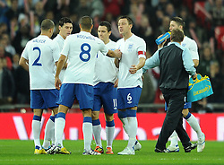 15.11.2011, Wembley Stadium, London, ENG, FSP, England (ENG) vs Schweden (SWE), im Bild England's John Terry encourages debutant Jack Rodwell prior to kick-off against Sweden // during the international friendlies football match between England (ENG) and Sweden (SWE) at Wembley Stadium, London, United Kingdom on 15/11/2011. EXPA Pictures © 2011, PhotoCredit: EXPA/ Sportida/ Chris Brunskill..***** ATTENTION - OUT OF ENG, GBR, UK *****
