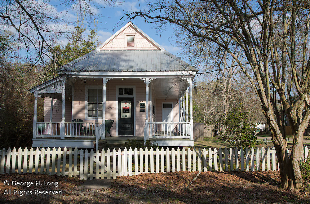 house with porch and picket fence in Abita Springs, Louisiana