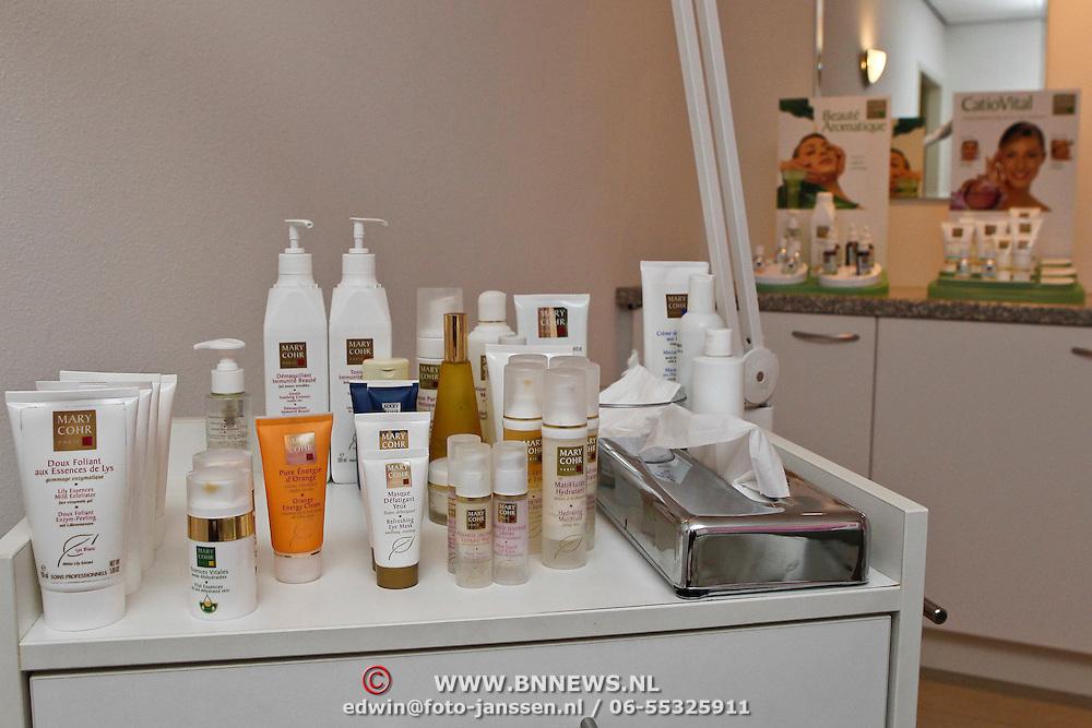 NLD/Geldermalsen/20100224 - Nem Products Gerdina's Hof 25 Geldermalsen, showroom met producten