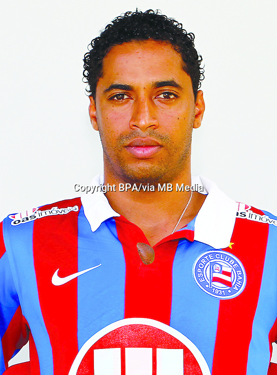 Ávine Junior Cardoso  ( Esporte Clube Bahia )