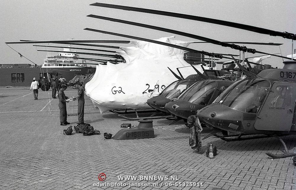 NLD/Rotterdam/19910703 - Overslag van Amerikaans militair materieel vanuit Irak in de haven van Rotterdam, werkzaamheden aan een van de helicopters