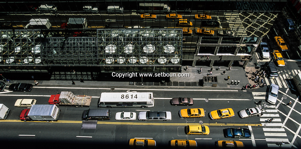 New York. mirror reflection on 42nd street , yellow cabs crossing a street .New York  Usa   /  reflets des taxis sur la 42 em rue   New York  Usa