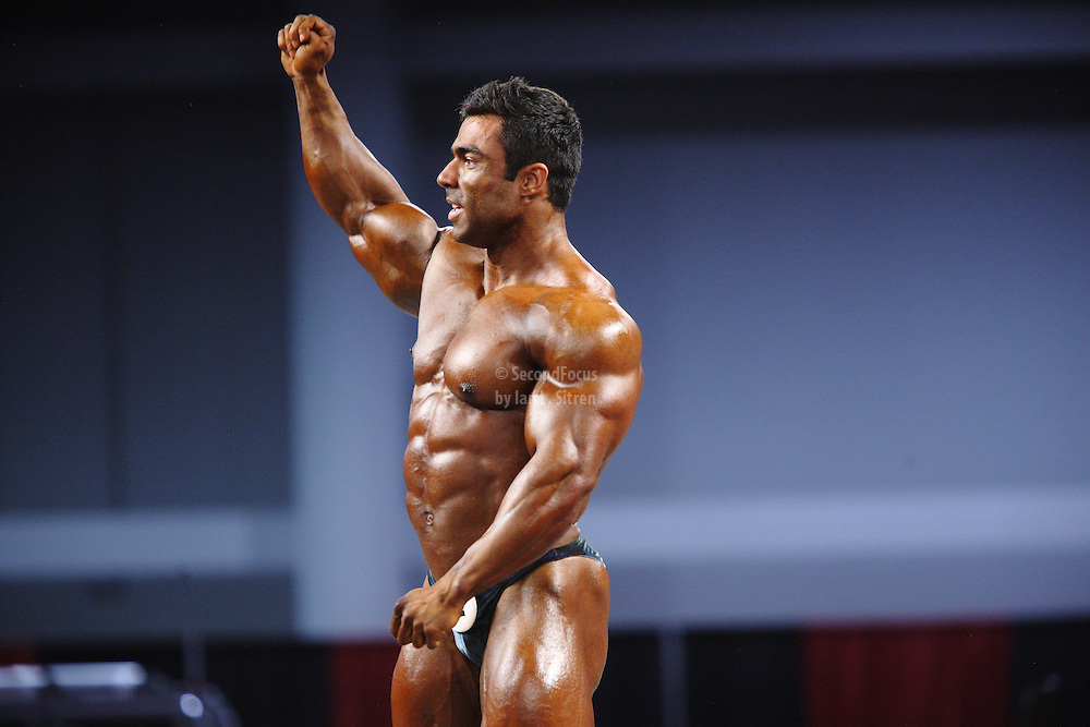 Eduardo Correa Da Silva on stage at the pre-judging for the 2009 Olympia 202 competition in Las Vegas.