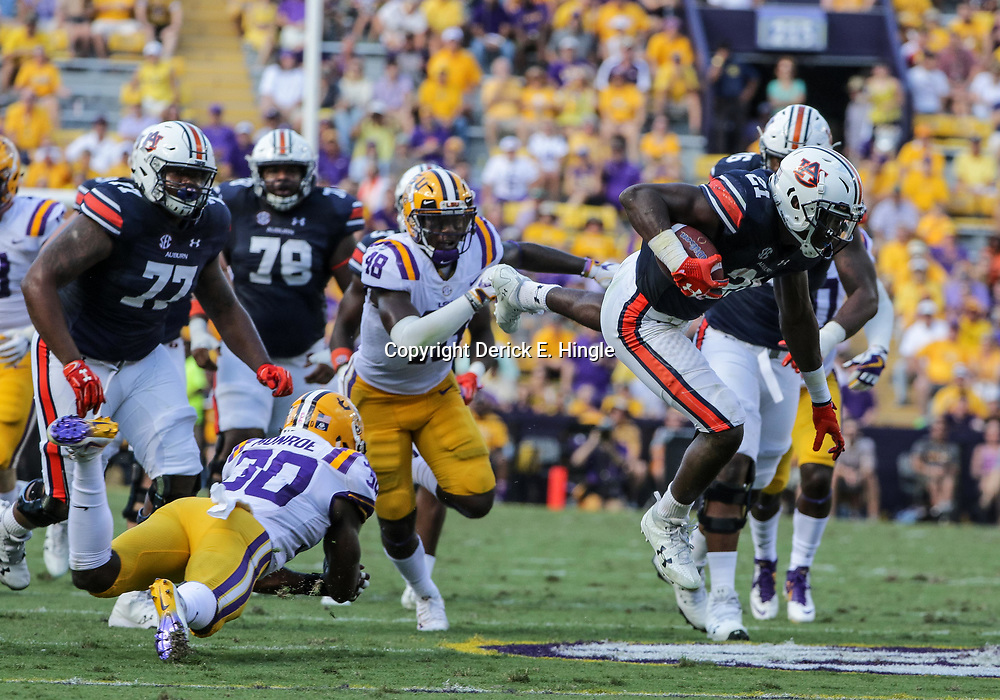 Oct 14, 2017; Baton Rouge, LA, USA; Auburn Tigers running back Kerryon Johnson (21) runs against the LSU Tigers during the first half of a game at Tiger Stadium. Mandatory Credit: Derick E. Hingle-USA TODAY Sports