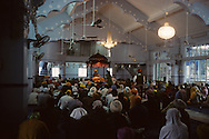 Hong Kong. Gandouaran - indian Sikh temple  in  wanchai    / Guandouaran -  temple Sikh  (indien) a wanchai     / R00073/    L940313b  /  R00073  /  P0003633