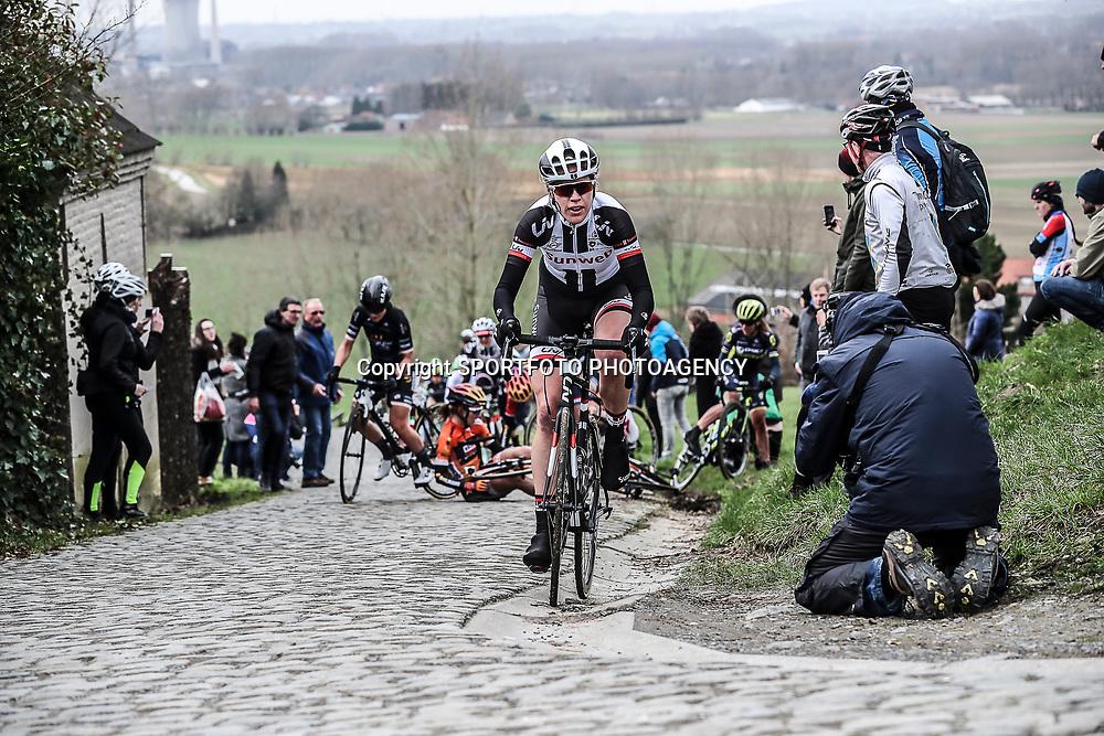 25-02-2017: Wielrennen: Omloop Het Nieuwsblad: Gent  <br />GENT (BEL) wielrennen  <br />Ellen van Dijk komt als eerste op de top van de Paterberg
