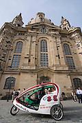 Altstadt, Fahrrad-Rikscha vor der Frauenkirche, Dresden, Sachsen, Deutschland.|.Dresden, Germany,  old town, trishaw in front of church of our lady