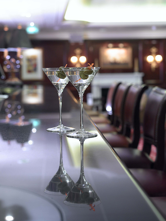 Lifestyle two Martinis on bar