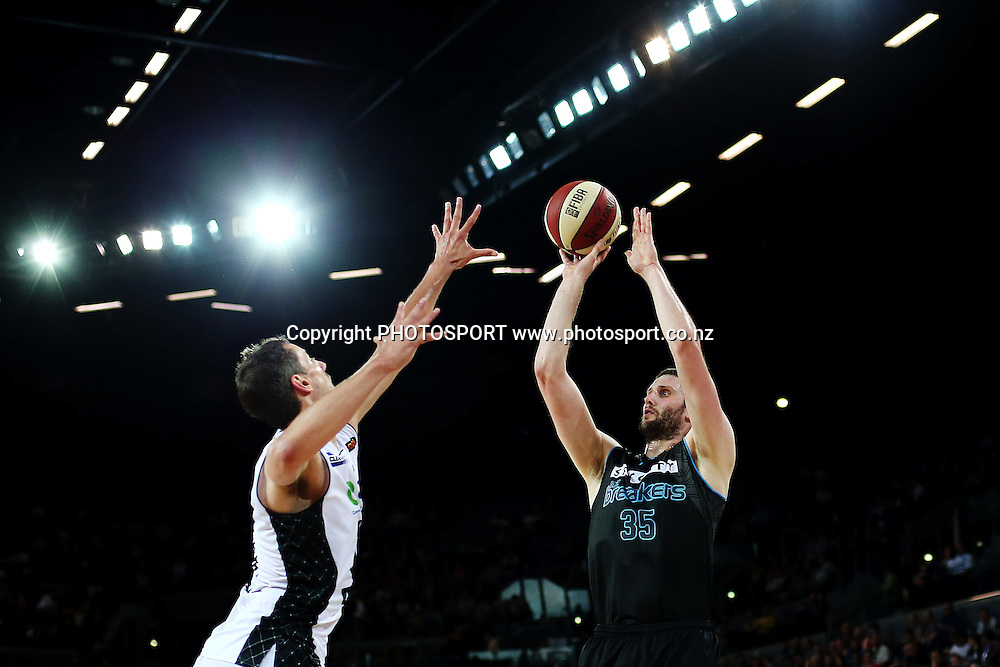 Alex Pledger of the Breakers takes a jumpshot. 2014/15 ANBL, SkyCity Breakers vs Melbourne United, Vector Arena, Auckland, New Zealand. Friday 21 November 2014. Photo: Anthony Au-Yeung / photosport.co.nz