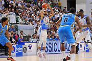 DESCRIZIONE : Beko Legabasket Serie A 2015- 2016 Dinamo Banco di Sardegna Sassari -Vanoli Cremona<br /> GIOCATORE : David Logan<br /> CATEGORIA : Tiro Tre Punti Three Point<br /> SQUADRA : Dinamo Banco di Sardegna Sassari<br /> EVENTO : Beko Legabasket Serie A 2015-2016<br /> GARA : Dinamo Banco di Sardegna Sassari - Vanoli Cremona<br /> DATA : 04/10/2015<br /> SPORT : Pallacanestro <br /> AUTORE : Agenzia Ciamillo-Castoria/C.Atzori