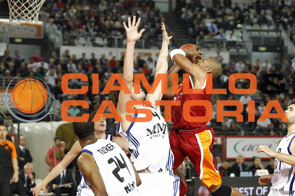 DESCRIZIONE : Roma Eurolega 2010-11 Lottomatica Virtus Roma Real Madrid<br /> GIOCATORE : Charles Smith<br /> SQUADRA : Lottomatica Virtus Roma<br /> EVENTO : Eurolega 2010-2011<br /> GARA :  Lottamtica Virtus Roma Real Madrid<br /> DATA : 04/11/2010<br /> CATEGORIA : tiro<br /> SPORT : Pallacanestro <br /> AUTORE : Agenzia Ciamillo-Castoria/ElioCastoria<br /> Galleria : Eurolega 2010-2011<br /> Fotonotizia : Roma Eurolega Euroleague 2010-11 Lottomatica Virtus Roma Real Madrid<br /> Predefinita :