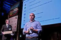 UTRECHT -  Spreker Roderick Cremers  over de Social Media tijdens het NVG congres met als thema 'vinden& binden'. met NVG directeur Lodewijk Klootwijk. COPYRIGHT KOEN SUYK