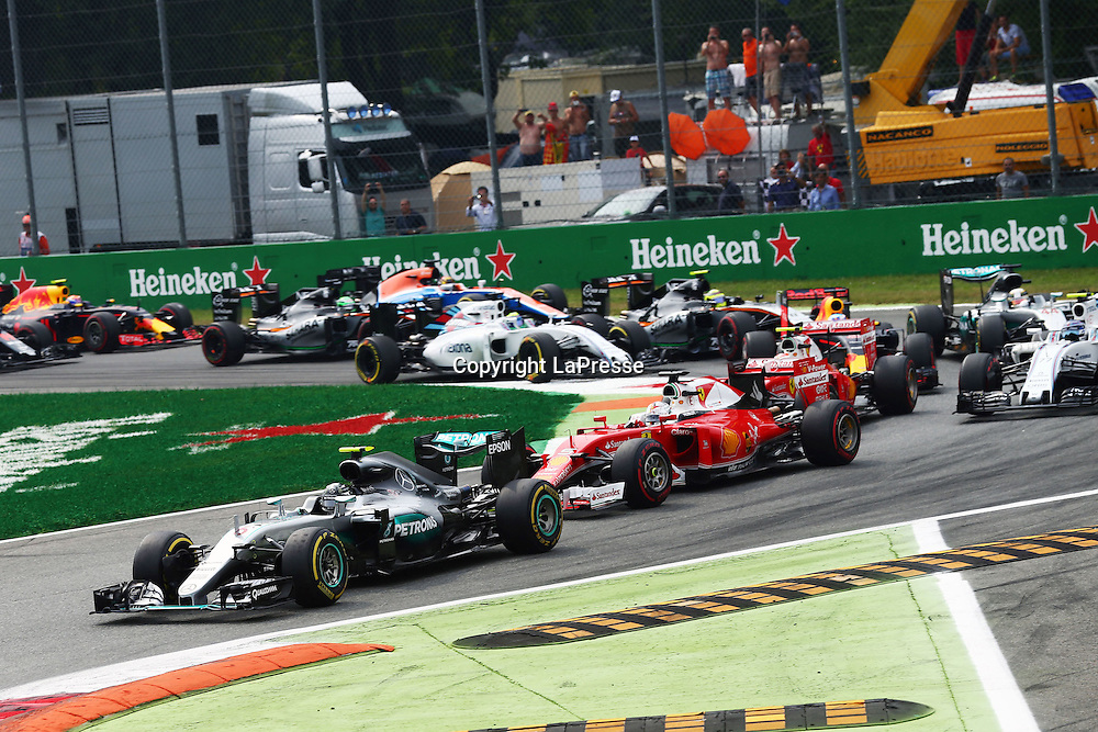&copy; Photo4 / LaPresse<br /> 04/09/2016 Monza, Italy<br /> Sport <br /> Grand Prix Formula One Italia 2016<br /> In the pic: Start of the race, Nico Rosberg (GER) Mercedes AMG F1 W07 Hybrid leads Sebastian Vettel (GER) Scuderia Ferrari SF16-H