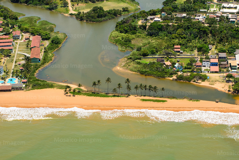 Brasil - Espirito Santo - Serra - Vista aerea  do litoral da Serra com Lagoa e Praia de Carapebus ao fundo - Foto: Gabriel Lordello/ Mosaico Imagem