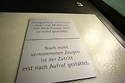 Mannheim. 01.03.17 | BILD- ID 105 |<br /> Unter hohe Sicherheitsvorkehrungen beginnt heute morgen am Landgericht der Prozess gegen einen 57-j&auml;hrigem Mann aus der T&uuml;rkei. Die Staatsanwaltschaft wirft ihm versuchten Mord vor. Er soll im Juni vergangenen Jahres in der Fahrlachstra&szlig;e f&uuml;nf Sch&uuml;sse auf einen Landsmann abgegeben haben. Die Hinterr&uuml;nde der Tat sind bisher weithin ungekl&auml;rt. Es k&ouml;nnten aber politische Interessen eine Rolle spielen. Der Mann auf den geschossen worden war, tritt bei dem Prozess als Nebenkl&auml;ger auf. Er soll ein Anh&auml;ner des t&uuml;rkischen Ministerpr&auml;sidenten Recep Tayyip Erdoğan sein. Der Angeklagte, so beschreibt es sein Verteidiger Stefan Alleier, geh&ouml;re keiner politischen Gruppierung an, er sei aber am Tattag nach Deutschland gereist, um einen Streit zwischen zerstrittenen Parteien zu schlichten. Geschossen habe sein Mandant erst dann, als er von seinem Gegen&uuml;ber angegriffen worden sei.<br /> Nach der Verlesung der Anklage durch die Staatsanwaltschaft, m&ouml;chte sich der Angeklagte mit einer ausf&uuml;hrlichen Erkl&auml;rung zum Tathergang &auml;u&szlig;ern. Der Beginn des Prozesses ist um 9 Uhr geplant.<br /> Bild: Markus Prosswitz 01MAR17 / masterpress (Bild ist honorarpflichtig - No Model Release!)