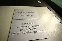 Mannheim. 01.03.17   BILD- ID 105  <br /> Unter hohe Sicherheitsvorkehrungen beginnt heute morgen am Landgericht der Prozess gegen einen 57-j&auml;hrigem Mann aus der T&uuml;rkei. Die Staatsanwaltschaft wirft ihm versuchten Mord vor. Er soll im Juni vergangenen Jahres in der Fahrlachstra&szlig;e f&uuml;nf Sch&uuml;sse auf einen Landsmann abgegeben haben. Die Hinterr&uuml;nde der Tat sind bisher weithin ungekl&auml;rt. Es k&ouml;nnten aber politische Interessen eine Rolle spielen. Der Mann auf den geschossen worden war, tritt bei dem Prozess als Nebenkl&auml;ger auf. Er soll ein Anh&auml;ner des t&uuml;rkischen Ministerpr&auml;sidenten Recep Tayyip Erdoğan sein. Der Angeklagte, so beschreibt es sein Verteidiger Stefan Alleier, geh&ouml;re keiner politischen Gruppierung an, er sei aber am Tattag nach Deutschland gereist, um einen Streit zwischen zerstrittenen Parteien zu schlichten. Geschossen habe sein Mandant erst dann, als er von seinem Gegen&uuml;ber angegriffen worden sei.<br /> Nach der Verlesung der Anklage durch die Staatsanwaltschaft, m&ouml;chte sich der Angeklagte mit einer ausf&uuml;hrlichen Erkl&auml;rung zum Tathergang &auml;u&szlig;ern. Der Beginn des Prozesses ist um 9 Uhr geplant.<br /> Bild: Markus Prosswitz 01MAR17 / masterpress (Bild ist honorarpflichtig - No Model Release!)